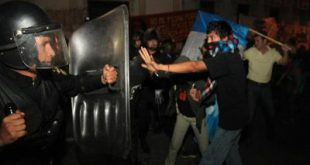 PNC disolvió manifestación para sacar a diputados retenidos en el Legislativo