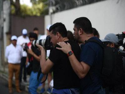 Rodrigo Polo cuando obstaculiza la labor periodística