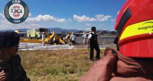 Helicóptero cae en el Aeropuerto Internacional la Aurora
