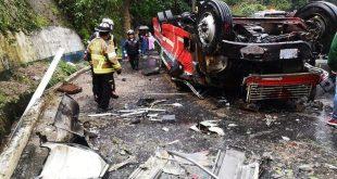 Un bus cayó al vacío en Mixco